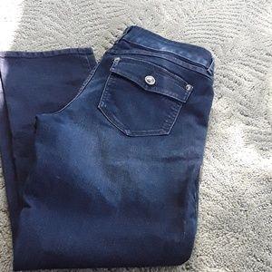 Elle dark blue jeans